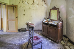 Manoir Von duchess (www.Janedewaard.nl) Tags: manoir von duchess urbex abandoned forgottenspaces mirror crib cradle explore decay depart derilect