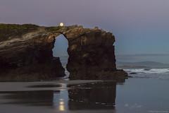 Praia Das Catedrais 3 (pepgass) Tags: luna lluna moon superluna superlluna supermoon posta puesta moonset landscape paisaje paisatge praiadascatedrais platjadelescatedrals playadelascatedrales ribadeo lugo galicia