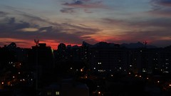 A chegada da noite. (Julio Pinon) Tags: brasil brazil noite night riodejaneiro icara niteri luzes lights cristo cristoredentor corcovado rj