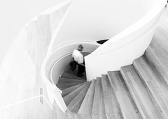 (Magdalena Roeseler) Tags: street strassenfotografie sw bw monochrome weiss stairs vitra architecture olympus