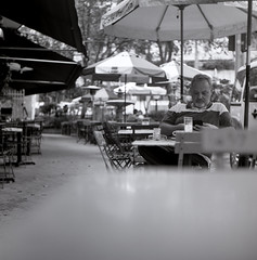 At Marokita Caf (danielmendesortolani) Tags: composition fine art fineart so paulo city cidade ciudad street calle rua bw black white marokita famiglia mancini famlia brasil brazil bresil medium format 6x6 neopan across fujifilm 100 120 yashica mat