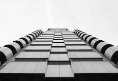 steps (HSOBERON) Tags: bw blackandwhite blancoynegro building cielo edificio endor endorinc epm hernansoberon hsoberon norebos sky steps