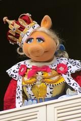 (jordanhall81) Tags: miss piggy muppets magic kingdom mk show live performer actor puppet liberty square walt disney world wdw jim hensen orlando florida lake buena vista vacation holiday election king queen george