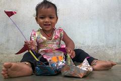 Happy Face Indian Girl (srmahalik) Tags: girl indian street odisha orissa subarnapur sonepur boat baita bandana