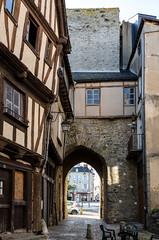 Laval, la porte Beucheresse. (Laurent Dodin) Tags: porte mdival colombages pierres