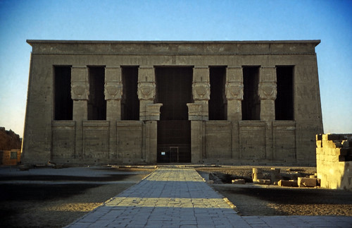 "Ägypten 1999 (511) Tempel von Dendera • <a style=""font-size:0.8em;"" href=""http://www.flickr.com/photos/69570948@N04/31181431006/"" target=""_blank"">View on Flickr</a>"