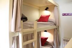 Habitacin de 4 Camas con Bao (brujulea) Tags: brujulea albergues herrera pisuerga palencia albergue habitacion camas con bano