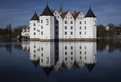 20150409AE0079 (ichbinsEvi) Tags: sky lake reflection castle history water canon germany himmel architektur schloss schleswigholstein spiegelungen glcksburg