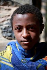 Éthiopien a Gondar (jmboyer) Tags: eth0768 afriquedelest eastafrica géo yahoo travel voyage ©jmboyer lonelyplanet imagesgoogle googleimage impressedbeauty nationalgeographic nationalgeographie viajes photogéo photoflickr photosgoogleearth photosflickr photosyahoo canonfrance canon flickr photo picture photography gettyimages lonely ethiopie ethiopia afrique africa etiopija googlephotos googleimages retrato people photos photoyahoo ኢትዮጵያ አፍሪቃ äthiopien