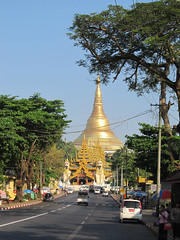 "Yangon: la pagode Swhedagon <a style=""margin-left:10px; font-size:0.8em;"" href=""http://www.flickr.com/photos/127723101@N04/22882829804/"" target=""_blank"">@flickr</a>"