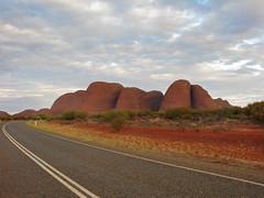 kata tjuta2 (1) (Parto Domani) Tags: road rock rocks strada desert camino nt australia route caminos outback desierto routes kata roads aussie northern strade wste deserto territory dsert yulara      strasen strase  tjiuta