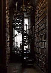 Magic library (Audringje) Tags: library bibliotheek bibliothek trinity college dublin bookofkells long room audringje winding stairs wenteltrap wendeltreppe books boeken bcher spiral staircase