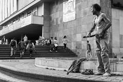 Equilibrio Social? (valeriaboteromorales1) Tags: social vagabundo reportaje pobreza poor equilibrio desigualdad inequidad blanco y negro black white gente rep reportage