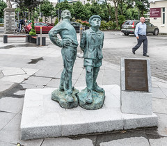 LETS CALL IT A TRIBUTE TO OISIN KELLYS TWO WORKING MEN [I HAVE NO INFORMATION ABOUT THIS]-122304 (infomatique) Tags: sculpture publicart twoboys twoworkingmen oisinkelly kingsleyhotel cork infomatique williammurphy culture ireland