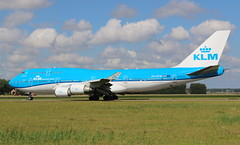 KLM Royal Dutch Airlines Boeing 747-400 (AMSfreak17) Tags: amsfreak17 danny de soet canon 70d ams eham amsterdam luchthaven schiphol airport vliegtuigen vliegtuig aircraft airplane jet jetphotos planespotting luchtvaart vertrek aankomst departure arrival spotter planes world of airplanes nederland the netherlands holland europe dutch taxibaan taxiway victor polderbaan klm royal airlines boeing 747400 phbfw
