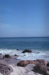 Praia do Coelho, Arrbida, Outubro 2014 (Tefilo de Sales) Tags: arrabida praia do coelho beach sea atlantic lisbon sado hidden natural park sand ocen film fuji fujifilm fujixtra400 analog analogic nikkormatel nikkormat nikon nikkor 50mm 35mm expired