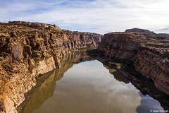 Above the River (isaac.borrego) Tags: uploadedviaflickrqcom river water reflection canyon sky coloradoriver glencanyon nationalrecreationarea utah canonrebelt4i