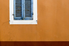 Blue shutters and orange wall (Jan van der Wolf) Tags: map128472vv shutter shutters orange oranje blue blauw wall muur window raam france