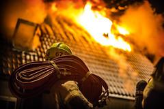 lmh-rundtjernveien003 (oslobrannogredning) Tags: bygningsbrann brann brannvesenet brannmannskaper slokkeinnsats brannslokking brannslukking røykdykker røykdykkere røykdykking