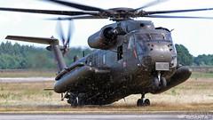 Sikorsky CH-53GS (S-65) 85+07 Luftwaffe | Tag der Bundeswehr Hohn 2016 (Horatiu Goanta Aviation Photography) Tags: sikorsky ch53g ch53gs ch53 h53 s65 8507 stallion sikorskyhelicopters sikorskyh53 sikorskystallion bundeswehr luftwaffe germanairforce airforce militaryaviation helicopter hubschrauber chopper heli helo transporthelicopter turboshaft transporthubschrauber coldwaraircraft coldwarhelicopter display airshow aerobatics aircraft airplane flugzeug flughafen aviation aerospace flugschau hohn natoflugplatzhohn etnh hohn2016 tdb tagderbundeswehr tagderbundeswehr2016 flugplatz luftwaffensttzpunkt afb airforcebase fliegerhorst germany deutschland horatiu goanta horatiugoanta imposing hostagerescueexercise hostagerescue