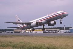 49bh - American Airlines Boeing 757-223; N613AA@SXM;04.02.1999 (Aero Icarus) Tags: slidescan plane avion aircraft flugzeug princessjulianainternationalairport saintmartin sxm americanairlines boeing757 n613aa takeoff