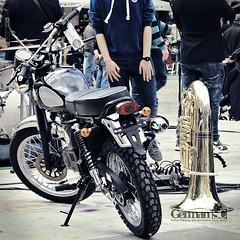 Two very different instruments: moto & tuba (German SC) Tags: atravésdelvisor carrer catalonia catalunya festival germansc primavera reus sonyalphadslta65 spring street tamron55200 urban urbana