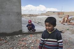 Errance à Uyuni (PentiBenH) Tags: children brique travel canon bolivie uyuni