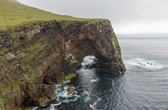 Natural Arch on Foula (Kees Waterlander) Tags: uk scotland shetland schotland foula oldredsandstone naturalarch ors greatbrittan