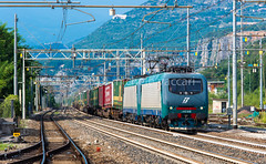 412.018 + 412.013 (atropo8 - fb.me/maniallospecchio) Tags: italy train lens nikon merci zug cargo verona treno f28 freight 70200mm trenitalia traxx veneto d610 domegliara brennerbahn 412018 412013