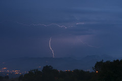 Storm over the mountains (elosoenpersona) Tags: lighting storm rain weather electric night noche lluvia ray stormy asturias tormenta rayo mota cordillera tiempo electrica cantabrica piloa cetin elosoenpersona viyao