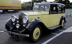 Rolls-Royce (Thethe35400) Tags: auto car yellow automobile voiture amarillo amarelo gelb giallo coche bil carro bll cotxe