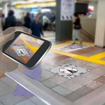 床面サインとスマートフォンを利用した駅空間案内システムの写真