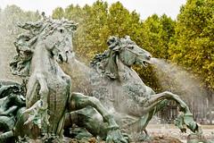 Le monument aux Girondins, La Chevauche aquatique (Olivier Thirion) Tags: architecture bordeaux fontaine bdx lemonumentauxgirondins nikond3 olivierthirion nikon24120f4 olivierthiriontousdroitsrservs lachevaucheaquatique