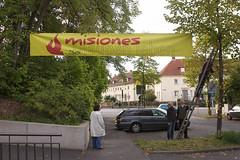 Banner an der Kircheneinfahrt