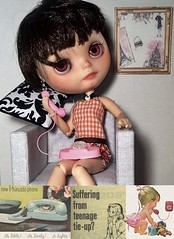 """Toy-in-the-Frame Thursday and Blythe-a-Day November#2: Look for Circles Day: """"It's Little! It's Lovely! It Lights!"""""""