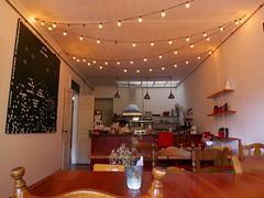 Paz (angel_cf3) Tags: wood coffee café lights luces madera plano chalkboard pizarra