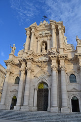 Cathedral of Ortigia, Syracuse (romancandletours) Tags: blue sea party vacation sky italy cliff sun white building art heritage church monument nature stone port square lemon construction ancient mediterranean commerce cathedral religion great columns large traditions palace unesco clear huge syracuse sicily costs marble tradition baroque caravaggio senate ortigia meetingplace deposition saintlucia tornatore templeofathena lightreflections coryza eighteenthcenturysicily