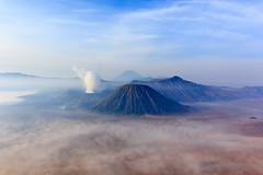 Bromo sunrise (Ralph Apeldoorn) Tags: sunrise indonesia volcano java nationalpark bromo semeru indonesië batok vulkaan jawatimur bromotenggersemeru sukapura tamannasionalbromotenggersemeru