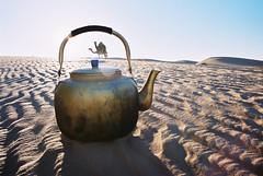 Mauritania (denismartin) Tags: sunset sahara trek desert tea s camel teapot wste mauritania mauritanie dromadaire   canoneos500 chinguetti  ergouarane concordians  denismartin    mrtny argenticpic guelberraoui