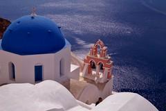 Santorini - Oia - vue sur la caldera 13 (luco*) Tags: church santorini greece caldera église santorin grèce oia cyclades clocher hellada flickraward kykldes flickraward5