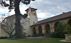 (sftrajan) Tags: california church architecture arquitectura iglesia kirche architektur glise protestant sanmateo sanmateocounty koci 2015  congregationalchurch tiltonavenue spanishcolonialrevivalstyle samsunggalaxycoreprime