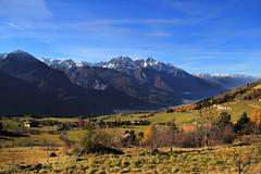 Val d'Aosta - la valle centrale salendo al colle di San Pantaleone da Chambave (mariagraziaschiapparelli) Tags: foliage autunno montagna valdaosta valtournenche escursionismo camminata emilius allegrisinasceosidiventa