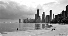 Lake walk. (Photoroca) Tags: michigan lake lago paseo caminata camino chicago city ciudad agua buildings architecture arquitectura edificios nublado blanco negro picture