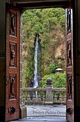 Portón y Cascada - Largue door and waterfall (Pedro Pablo Orozco) Tags: portón cascada waterfall colombia nariño laslajas santuario ipiales
