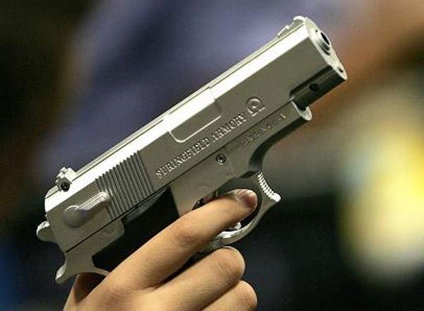 ВСамаре подростки спистолетом отобрали ушкольника электронную сигарету