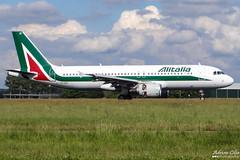 Alitalia --- Airbus A320 --- EI-EID (Drinu C) Tags: adrianciliaphotography sony dsc hx100v ams eham plane aircraft aviation alitalia airbus a320 eieid