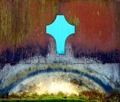Cross (XoMEoX) Tags: cross kreuz religion glaube christ christianity christenheit blue blau corrosion iron eisen kunst art colors colours moss moos d5200 nikon ach hellbau glauben christemtum symbol