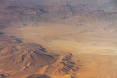 Flying over Afghanistan II (Aicbon) Tags: verde afganistan afghanistan asia fly vuelo avion aereal aerea desierto desert mountain montaas paisaje landscape nature naturaleza bronw red orange