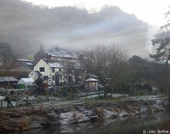 Baby, it's cold outside (Row 17) Tags: uk unitedkingdom gb greatbritain britain england shropshire telford ironbridge riversevern riverside rivers river severnvalley houses house cottage cottages mist evening frost worldheritagesite