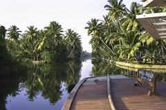Backwater1 (Steve.frog) Tags: india indien asia kerala cochin tajmahal woman boat backwaters fisher fishernet scan negative film minox filmscan 35gt